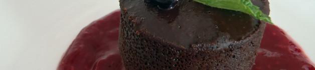 Raspberry sauce with flourless chocolate cake