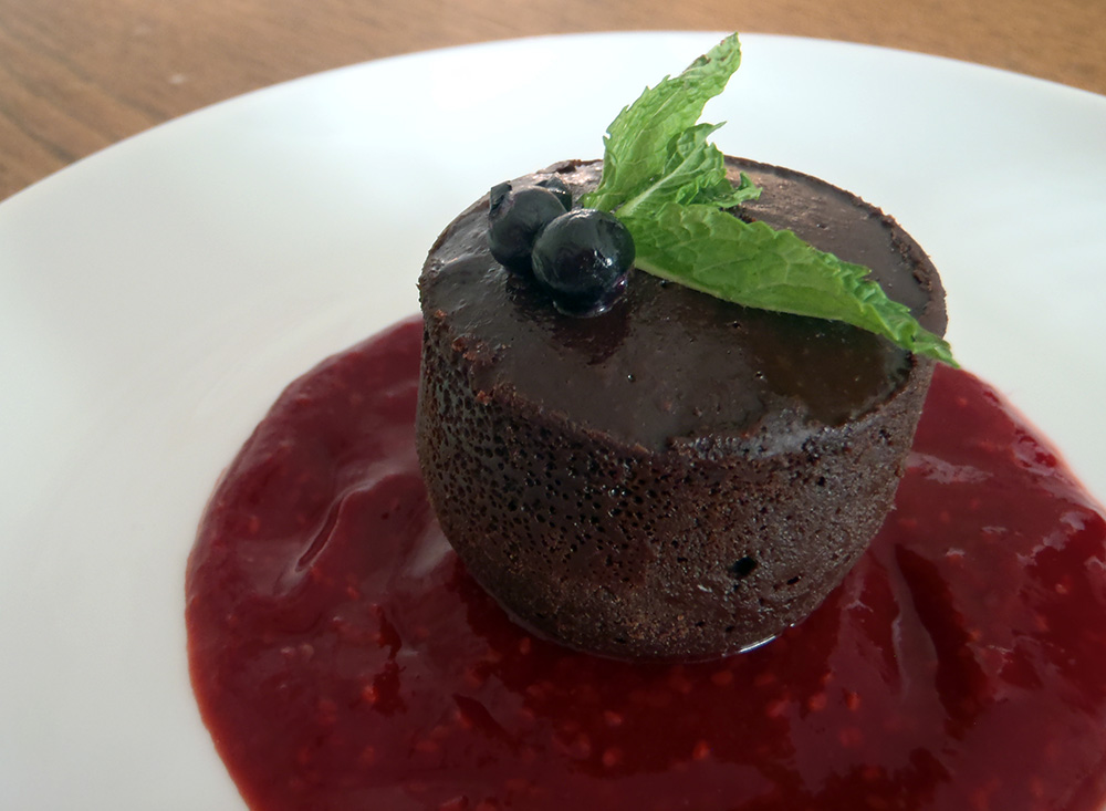 Raspberry sauce with flourless chocolate cake