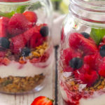 Summer berry breakfast jars-ft