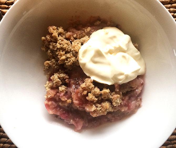 Gooseberry almond oat crumble
